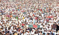 Thousands of people gathered at Pirojpur central eidgah ground to show last respect when the body of Major (retd) Ziauddin Ahmed, commander of the Sundarban sub-sector under Sector 9 during the Liberation War, was taken to his home district.PHOTO: OBSERVER
