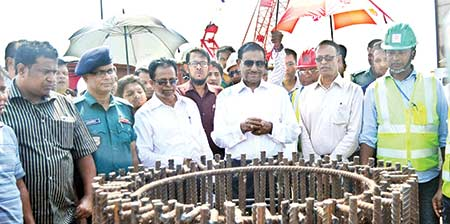 Road Transport and Bridges Minister Obaidul Quader visited the Nayabari Metrorail construction site on Wednesday.     photo : pid