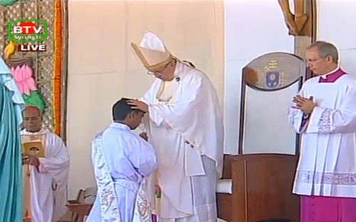 Pope celebrates open-air Mass at Suhrawardy Udyan