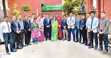 Pubali Bank Managing Director Md Abdul Halim Chowdhury poses for photograph with the participants as the chief guest at the concluding session of a foundation training course organised by the bank for its senior officers and officers held in the capital recently. 	photo: Bank
