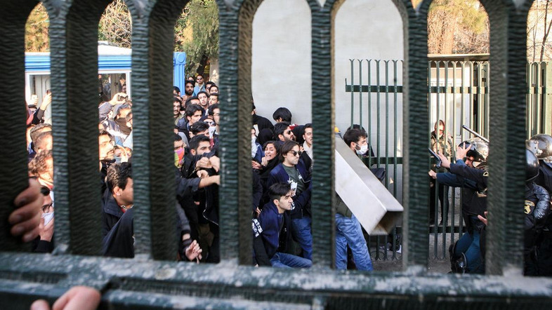 Social media access restricted on Iran mobiles