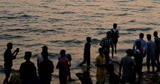 Tourists gather en masse in Cox's Bazar on New Year's Eve