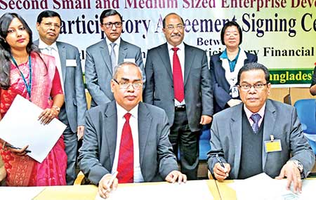 Mercantile Bank Managing Director and CEO Kazi Masihur Rahman and Bangladesh Bank (BB) General Manager (Financial Inclusion Department) and Project Manager of SMEDP-2 Md Abul Bashar signing an agreement at a ceremony at the BB headquarters in the city on Wednesday.	photo: Bank