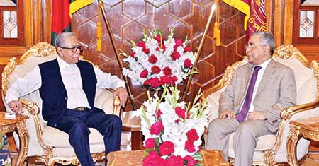 Newly appointed Chief Justice Syed Mahmud Hossain called on President Abdul Hamid at Bangabhaban in the capital on Monday.    photo : pid