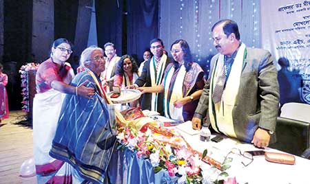 Artiste Bina Banarjee receiving her gift at a reception organised by Munshiganj District Shilpakala Academy on Monday.     photo: Observer