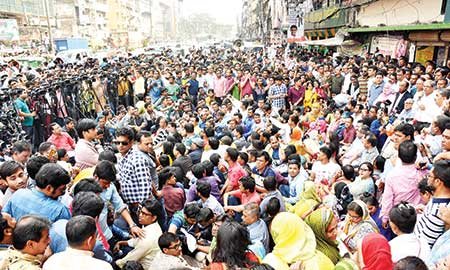 BNP stages sit-in in front of its Nayapaltan central office in the capital on Tuesday, protesting the jailing of party Chairperson Khaleda Zia in a graft case.    photo : Observer