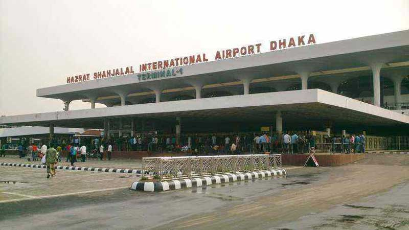Cop arrested for boarding flight without passport