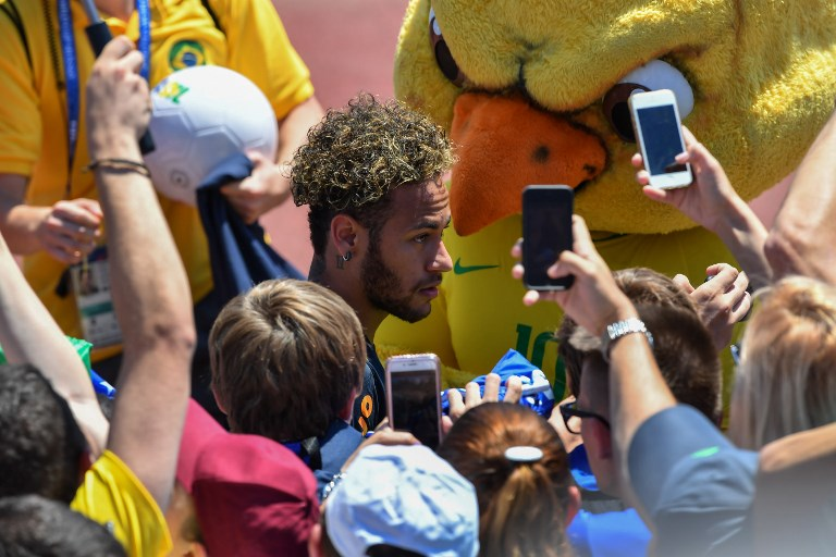 Fans take photographs of Brazil's Neymar after a training session at Sochi Municipal Stadium in Sochi on June 12, 2018, ahead of the Russia 2018 World Cup football tournament. / AFP PHOTO / Nelson ALMEIDA