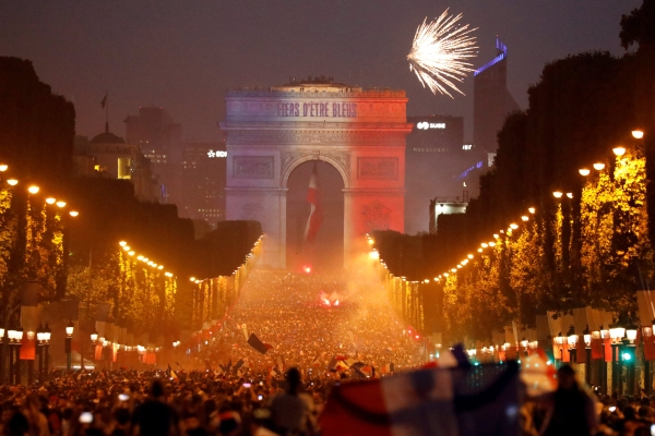 France begin Champs-Elysees parade