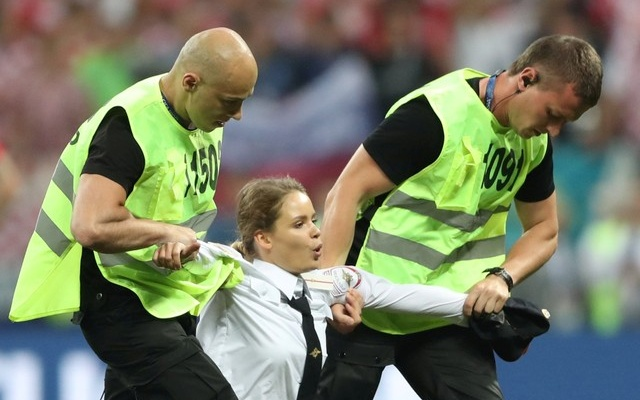 Anti-Putin protesters invade World Cup final match