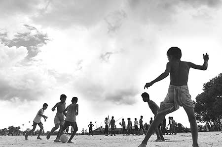 In this picture taken on Thursday, Rohingya refugee children play football at the Kutupalong refugee camp in Ukhia.photo : AFP