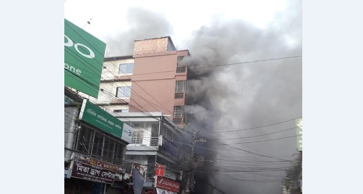 Fire breaks out at 6-storey building