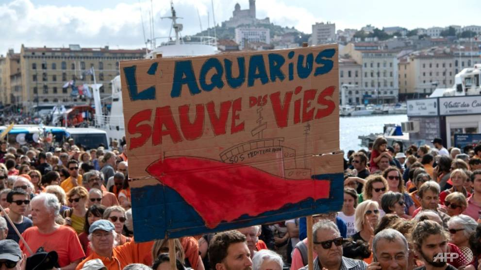 "Demonstrators in Marseille held up a banner reading ""Aquarius saves lives"". (Photo: AFP/Christophe Simon)"