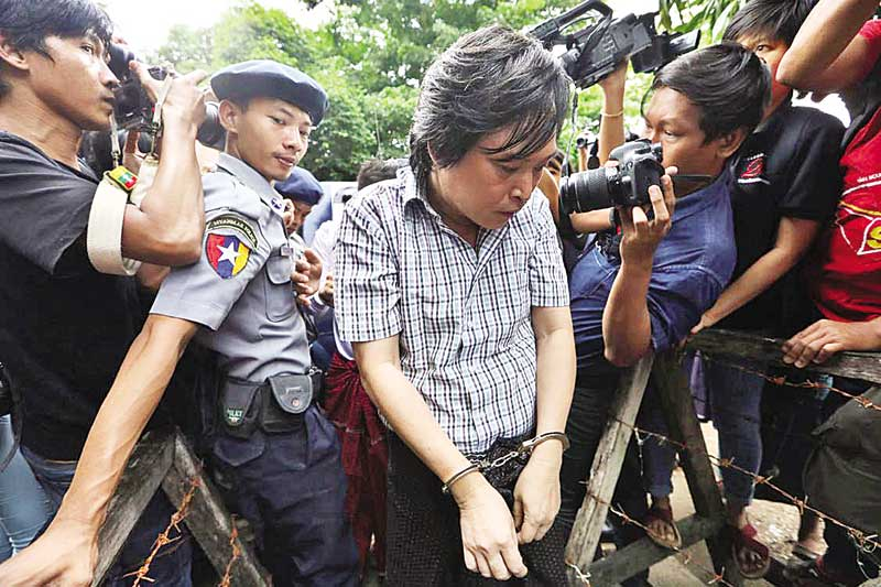 Nayi Min, an editor at Eleven Media arrives after being detained at Tamwe court in Yangon, Myanmar on October 10. Photo : Reuters