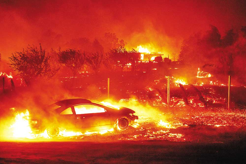 California wildfires, hundreds of thousands forced to flee