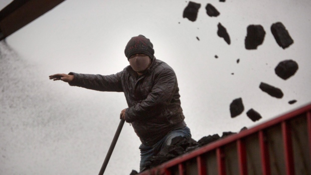21 killed as coal mine collapses in China