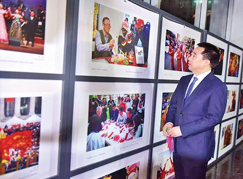 Chinese Ambassador to Bangladesh Zhang Zuo visits the exhibition.