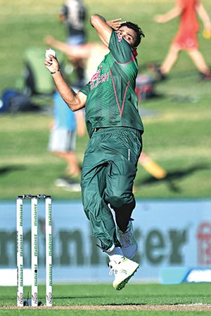 Bangladesh's paceman Mashrafe Mortaza bowls during the first one-day international (ODI) cricket match between New Zealand and Bangladesh in Napier on Wednesday.	photo: AFP