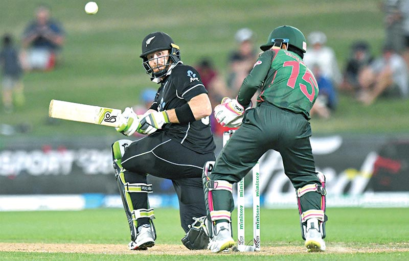 New Zealand's Martin Guptill (L) plays a shot as Bangladesh's wicketkeeper Mushfiqur Rahim looks on during the first one-day international (ODI) cricket match between New Zealand and Bangladesh in Napier on Wednesday. photo: AFP