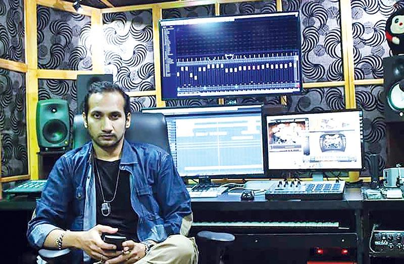 Asheq Manzur features Anweshha in a new music video