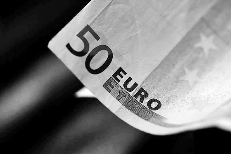 Euro holds below 2-week high before survey data