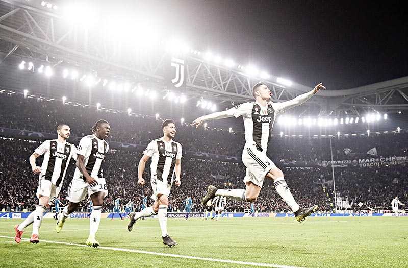 Juventus' Portuguese forward Cristiano Ronaldo (R) celebrates after scoring 3-0 during the UEFA Champions League round of 16 second-leg football match Juventus vs Atletico Madrid on March 12, 2019 at the Juventus stadium in Turin.	photo: AFP