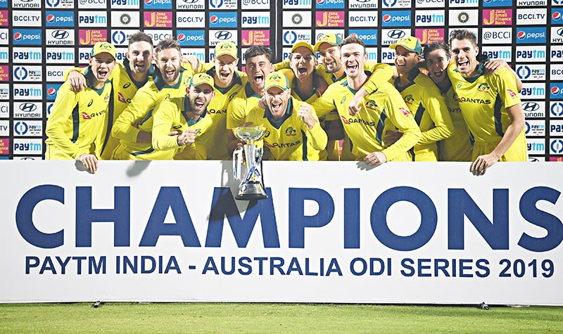 Australian cricketers poses with the winning trophy after winning the fifth one-day international (ODI) cricket match between India and Australia at the Feroz Shah Kotla Stadium in New Delhi on March 13, 2019.photo: AFP