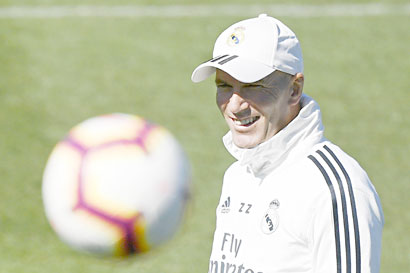 Real Madrid's French coach Zinedine Zidane smiles during a training session at the Valdebebas training facilities in Madrid on March 15, 2019.photo: AFP