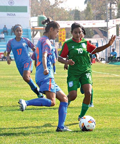 A striker of Bangladesh national women's football team (R) facing challenge from India defenders in a semi-final match of the SAFF Women's Championship 2019 on Wednesday at the Shaheed Rangasala Stadium, Biratnagar in Nepal.photo: BFF