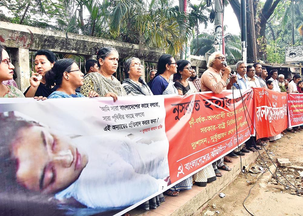 Communist Party of Bangladesh (CPB) formed a human chain in the capital on Saturday, demanding punishment to the culprits involved in the killing of Feni madrasa student Nusrat Jahan Rafi.photo : Observer