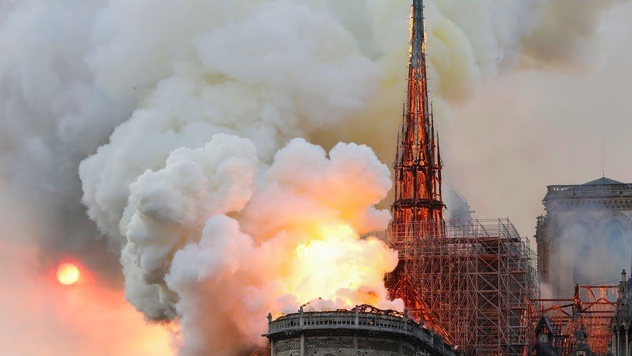 Experts say the combination of a structure that's more than 850 years old, built with heavy timber construction and soaring open spaces, and lacking sophisticated fire-protection systems led to the quick rise of flames Monday.