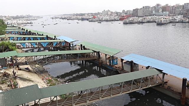 Water transport workers begin indefinite strike