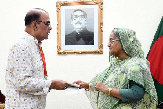 PM donates Tk 35 lakh to actor Ahmad Sharif