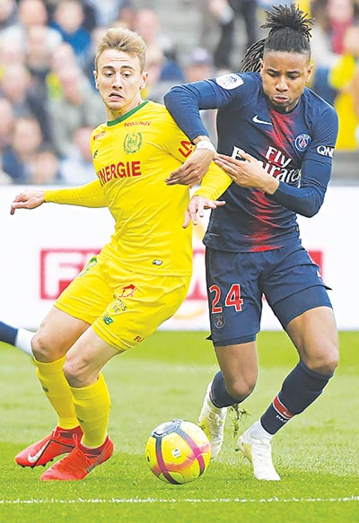 Paris Saint-Germain's French midfielder Christopher Nkunku (R) fights for the ball with Nantes' French midfielder Valentin Rongier during the French L1 football match on April 17, 2019 at the La Beaujoire stadium in Nantes, western France.photo: AFP