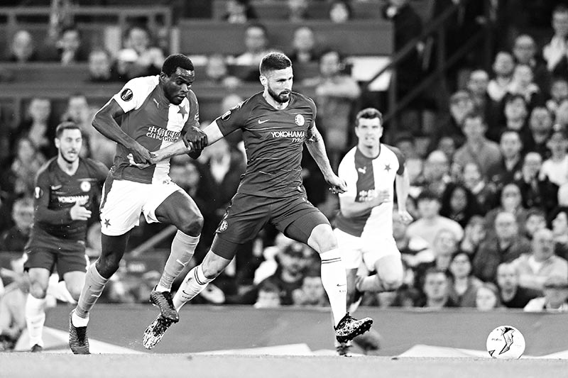 Chelsea's French striker Olivier Giroud controls the ball during the UEFA Europa League Quarter-Final second leg football match between Chelsea and Slavia Prague at Stamford Bridge stadium in London on April 18, 2019.photo: AFP