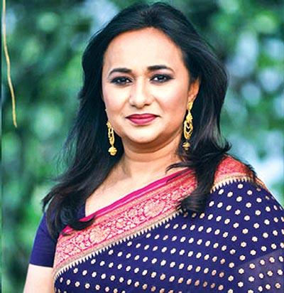 Shusmita Anis sings at mega event for Manna Dey