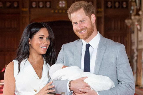 Harry and Meghan share first glimpse of son