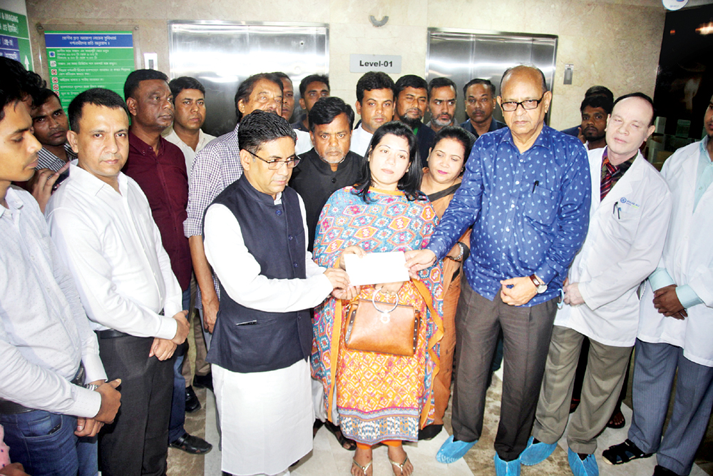 PM gives Tk 10 lakh to ailing ATM Shamsuzzaman