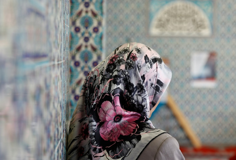 Austrian MPs approve headscarf ban in primary schools