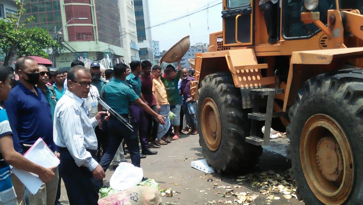 DNCC removes 400 shops from roads, footpaths