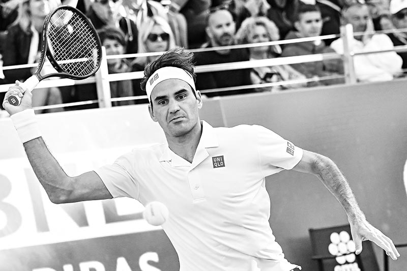Switzerland's Roger Federer returns a shot to Croatia's Borna Coric during their ATP Masters tournament tennis match on May 16, 2019, at the Foro Italico in Rome.photo: AFP