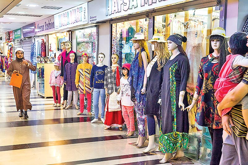 Shopping momentum hits Eid market in city