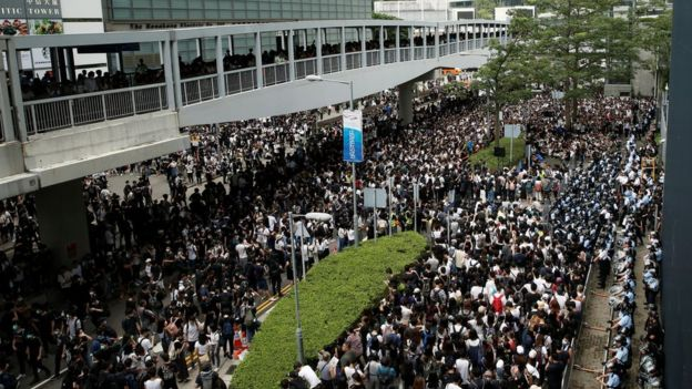 Protesters surround govt buildings in Hong Kong