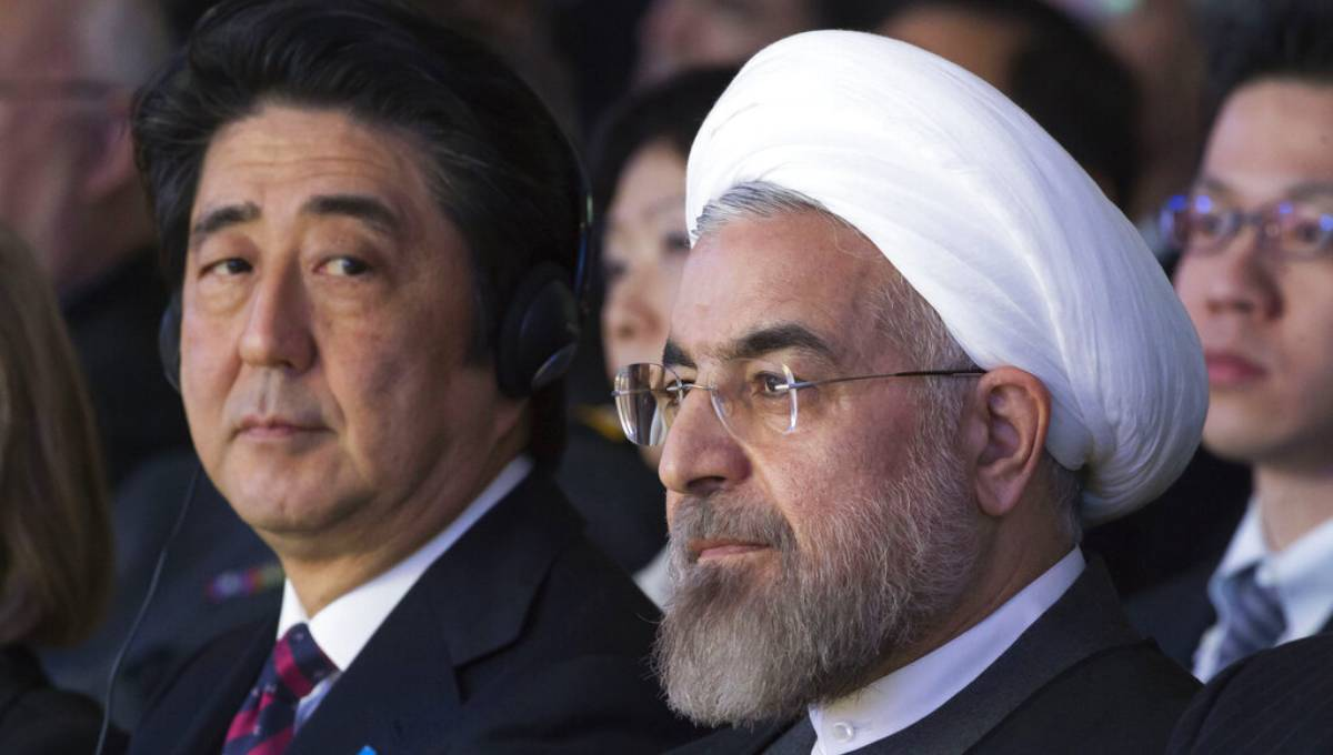 Japanese Prime Minister Shinzo Abe, left, and Iranian President Hassan Rouhani, attend a session of the World Economic Forum in Davos, Switzerland. Photo: AP