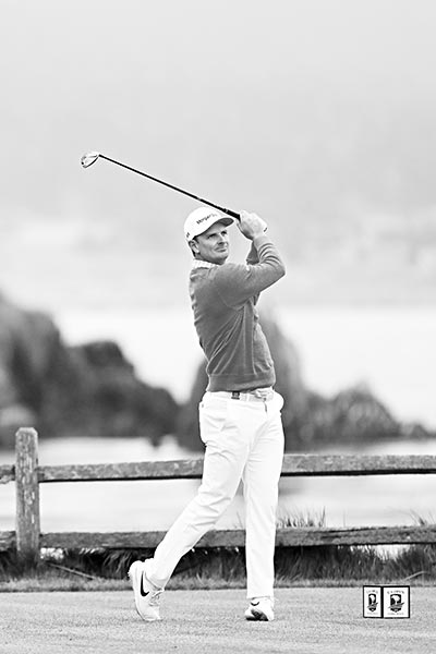 Justin Rose of England plays a shot from the 18th tee during the first round of the 2019 U.S. Open at Pebble Beach Golf Links on June 13, 2019 in Pebble Beach, California.	photo: AFP
