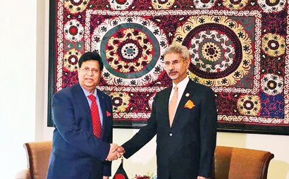 Foreign Minister Dr AK Abdul Momen and his Indian counterpart S Jaishankar shaking hands at their first meeting at a hotel in Tajik capital Dushanbe on June 14.	Photo: BSS