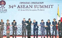 Protectionism slammed as Asean leaders rally to trade pact