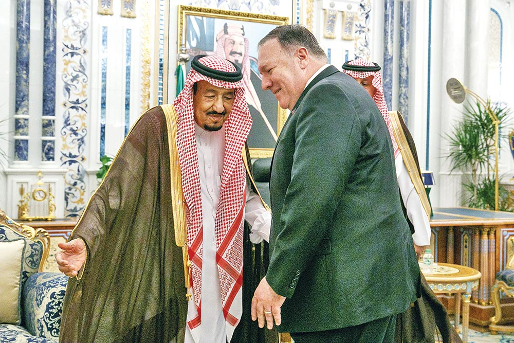 US Secretary of State Mike Pompeo (R) is received by Saudi King Salman bin Abdulaziz at Al Salam Palace in the Red Sea city of Jeddah on June 24.photo : AFP