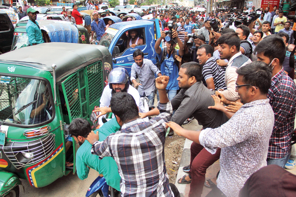 Disgruntled Jatiyatabadi Chhatra Dal leaders swoop an activist of another faction in front of BNP's central office at Nayapaltan in the capital on Monday while protesting against expulsion of their leaders from the student front.photo : Observer