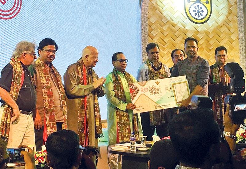 Kamruzzaman Sagar receives the award from the guests